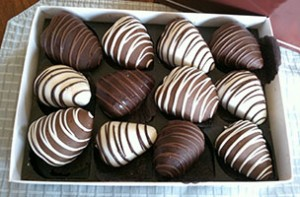 12 Chocolate Dipped Strawberries in Gift Box