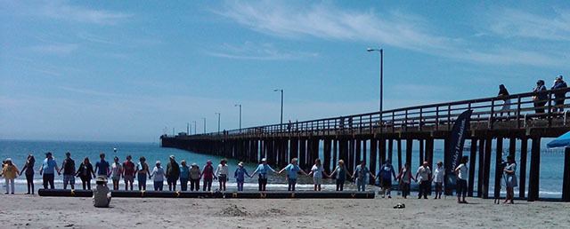 Hands Across The Sand, Avila Beach, CA, May 17, 2014 - Photo: Surfrider Foundation San Luis Obispo Chapter