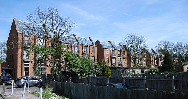 Row Houses with Rooftop Solar Panels in South London, England - Photo: Steve Cadman / Flickr