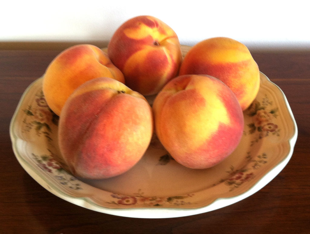 Fresh Ripe Peaches from the Farmers Market