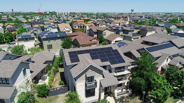 Homes with Rooftop Solar Panels in Austin, TX Neighborhood